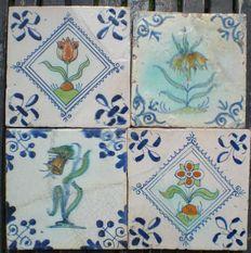 Kavel van 4 antieke tegel met Bijzondere Bloemen