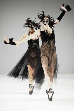 Black Swan-Inspired Catwalks : Trash Couture spring 2012