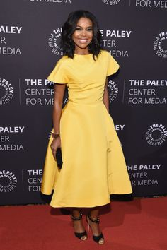GABRIELLE UNION in a pale yellow dress with wide skirt and flared sleeves, plus jeweled peep-toe pumps at the Tribute to African-American Achievements in Television in N. Church Fashion, Church Outfits, Night Looks, African Fashion, Dress To Impress, Nice Dresses, Celebrity Style, Celebrity Babies, Dress Up