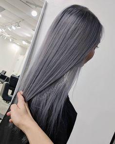 Sleek Metallic silver @mijuvansalon @fanola .1 . . . #losangeleshair #silverhair #metallichair #mutedtones #mijuvansalon #asianhair…