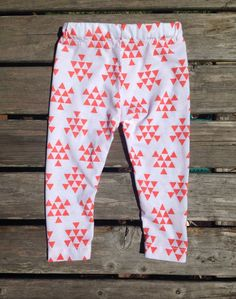 Baby Leggings Coral Triangle Arrows. €10,41