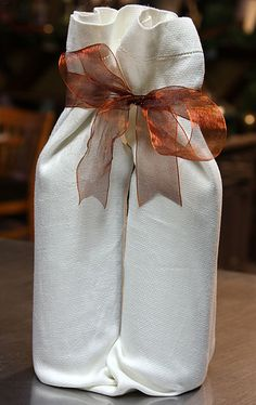 How To Wrap Wine Bottles Using A Dish Towel - Peaceful Bend Vineyard