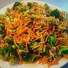 Broccolisalat med sund, spicy og cremet dressing