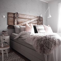 Happy friday evening dear Insta's  ____________________________________________#interior_oktober #room123 #homeinterior4you #kkliving #vakrehjemoginteriør #bobedre #interior_delux #myhousebeautiful #vakrehjemoginteriør #interior9508 #ssevjen #inspire_me_home_decor #scandinaviandesign #boligpluss #dream_interiors #boliginspiration #inredningdesign #interior4all #homearoundthetable #vakrehjemoginterior #onlyinterior #whiteliving #interiorwarrior #hyttemagasinet #nordic #nordiskehjem…