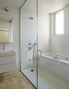 Bathroom interior 396316835962218711 - 53 Cold Bathroom Shower Makeover Ideas Source by malaetilou Small Bathroom With Tub, Wet Room Bathroom, Bathroom Design Small, Bathroom Renos, Bathroom Interior Design, Modern Bathroom, Master Bathroom, Bathroom Ideas, Shower Ideas