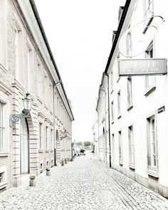 READY FOR A CITY WALK WITH ME? . . 2nd account : @vanessa.pur  SNAPCHAT : pureglamtv  . . . #duesseldorf #deutschland #dusseldorf #koenigsallee #shopping #church #chanel #dior #armani #street #firstclass #streetphotography #city #streetview #photooftheday #travel #traveldiary #ig_travel #deutschland  #diewocheaufinstagram #windy #wind #passionpassport  #travelblogger #travelwithme #traveltheworld