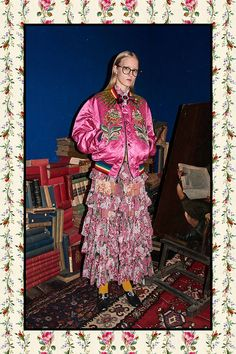 Gucci Pre-Fall 2017 collection by Alessandro Michele Gucci Pre Fall 2017, Gucci 2017, Fashion 2017, Runway Fashion, Fashion Pics, Fashion Shoot, Pink Bomber, Fashion Show Collection, Geek Chic