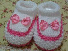 Sapato Lastex branco com rosa soft. Enfeite em lacinho poá. Tam: U Pronta Entrega R$ 9,90