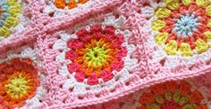 For all you readers a little tutorial on how to make these flower squares. I like this pattern 'cause it keeps the circle in an even sha...