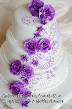 Gabriella kreatív konyhája: Lila esküvöi torta