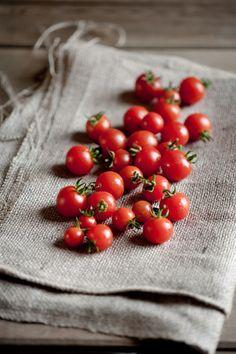 cherry tomatoes  rusticmeetsvintage:  Sarka Babicka Photography