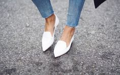 . More Points Flats, Twists Studs, Kirkwood Flats, Kirkwood Pointi, Classic Valentino, Shoes Bags, Personalized Style, Nicholas Kirkwood A classic valentino flat w a twist (studs // fun stamped leathers) White pointed flats - want Nicholas Kirkwood pointy flats Nicholas Kirkwood flats