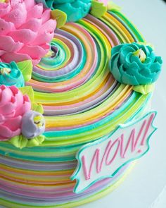 New birthday cake decorating flowers colour ideas Fancy Cakes, Cute Cakes, Pretty Cakes, Beautiful Cakes, Birthday Cake Decorating, Cake Decorating Tips, Cake Birthday, Colorful Birthday Cake, Rainbow Birthday Cakes