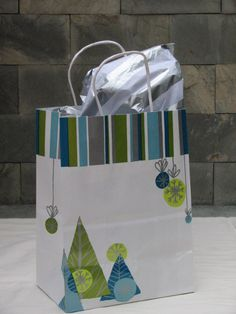 Bolsa de Regalo  MODELO ST01  Tamaño : 8 x 4.75 x 10.5 (pulgadas)  BS 30,oo    Papel de seda/Tissue aparte