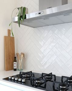 Small designed kitchen: 100 models perfect to inspire you - Home Fashion Trend Kitchen On A Budget, Home Decor Kitchen, Kitchen Interior, New Kitchen, Home Kitchens, Küchen Design, House Design, Interior Design, Kitchen Splashback Tiles