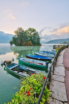 Barques sur le lac d'Annecy devant l'île aux cygnes, France (Boats on Annecy Lake in front of The Isle Of Swans) Places Around The World, Oh The Places You'll Go, Travel Around The World, Places To Travel, Places To Visit, Around The Worlds, Wonderful Places, Beautiful Places, Yvoire