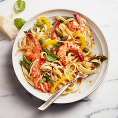 Loaded with fresh pepper and asparagus, our shrimp primavera pasta is a nice, light — but full-flavoured — weeknight meal, ready in less than 30 minutes. Healthy Pasta Recipes, Healthy Pastas, Cooking Recipes, Fish Recipes, Seafood Recipes, Yummy Recipes, Shrimp Primavera, Easy Weeknight Dinners, Easy Meals