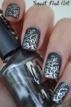 18 Fantastic Silver Nail Designs | Pretty Designs