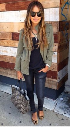 Winter Women Outfits For School Military Jacket Outfits, Utility Jacket Outfit, Army Green Jacket Outfit, Military Vest, Jacket Jeans, Camo Jacket, Military Green, Mode Outfits, Casual Outfits