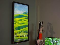 Turn an old monitor into a wall display with a Raspberry Pi - Eletronic Have an old monitor and a Raspberry Pi lying around? Put them both to great use with this DIY wall-mounted display.