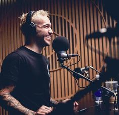 Pete on the air with Zane Lowe Peter Wentz, Fall Out Boy Songs, Soul Punk, Patrick Stump, Going Solo, Band Pictures, I Still Love You, Having A Crush, Falling Down