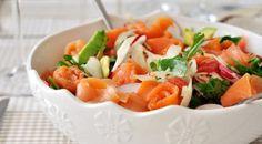 Рецепт салата с авокадо, семгой и пармезаном