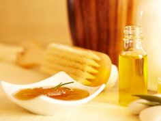 Feuchtigkeitsspendende Olivenöl-Haarkur  Feuchtigkeit ist für das Haar fast genauso wichtig wie Nährstoffe. So können Sie Ihrem Haar genügend Feuchtigkeit spenden: