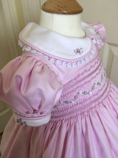 Girls Smocked Dresses, Fabric Origami, Heirloom Sewing, Smock Dress, Apparel Design, Baby Sewing, Girl Dolls, Smocking, Lace Trim