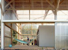 Claas . L'ARCHITECTURE EST DANS LE PRÉ . Les Lucs sur Boulogne (4) concept binnen buiten golfplaat translucent boxinbox