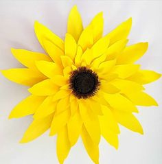 This template assists you to make up our Giant Sunflower Brilliant for Events, Weddings, Parties and Home Decoration Template includes Petals and Centrepiece SVG Templates are for cutting on various cutting Paper Sunflowers, Large Paper Flowers, Paper Flowers Wedding, Wedding Paper, Bow Template, Butterfly Template, Giant Sunflower, Paper Crafts, Diy Paper