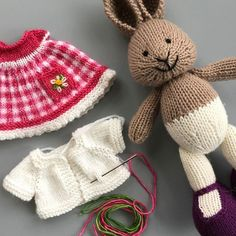 62 ideas for sewing toys patterns little cotton rabbits Knitted Stuffed Animals, Knitted Bunnies, Knitted Animals, Knitted Dolls, Crochet Dolls, Crochet Rabbit, Knit Or Crochet, Animal Knitting Patterns, Crochet Patterns