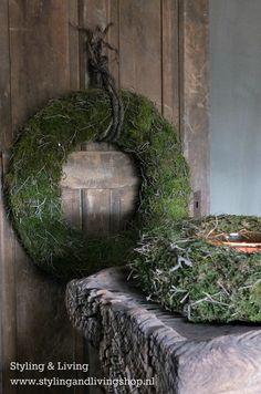 Sobere moskransen als winterdecoratie of kerstdecoratie www.stylingandlivingshop.nl