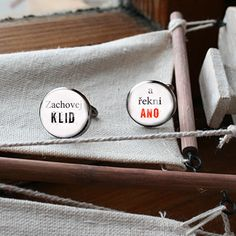 svatební knoflíčky ... svatební manžetové knoflíčky nebo knoflíčky pro ženichy a nevěsty, co potřebují trochu odvahy:) barva gunmetal velikost 18 mm orginální potisk, epoxy - pryskyřice