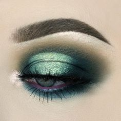 I haven't used subculture in a hot minute so here's a lil look💚- dip brow pomade in soft brown & subculture palette - lash alert mascara- creme gel liner in boots- belle de nuit lashes Bold Makeup Looks, Colorful Eye Makeup, Dramatic Makeup, Makeup For Green Eyes, Blue Eye Makeup, Halo Eye Makeup, Gold Makeup, Dark Makeup, Glitter Makeup