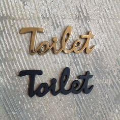 商品説明真鍮素材のサインレター。真鍮は錆びないので屋外でも安心してお使いいただけますよ。別売りのセメダイン スーパーXで貼り付けてご使用くださいませ。商品詳細カラーゴールド、ブラックサイズ (mm)W…