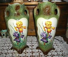 paire de vases barbotine de Saint-Amand - iris jaunes - Art Nouveau - Hauteur : 34 cm