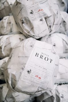 Bread packaging MITTE BROT - Artisan Bread on Behance Acne 101 It is the bane of a person's existenc Bread Packaging, Bakery Packaging, Food Packaging Design, Coffee Packaging, Bottle Packaging, Pain Artisanal, Graphisches Design, Menu Design, Design Color