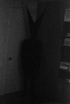 Bunny man Kinda made me think of the Babadook Scary Photos, Horror Photos, Creepy Images, Creepy Pictures, Arte Horror, Horror Art, Creepy Horror, Bunny Man, Creepy Vintage