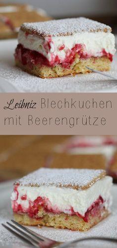 Rezept: Leckerer und scheller Blechtkuchen mit Leibniz Keksen und Beerengrütze. Saftiger Kuchen mit Butterkeks http://www.the-inspiring-life.com/2016/03/food-abc-b-leibniz-blechkuchen-mit-beerengruetze.html