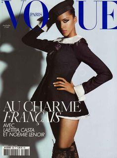 Noémie Lenoir photographiée par Mario Testino en couverture du numéro de juin-juillet 2008 de Vogue Paris.