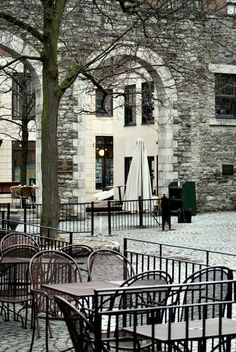 The courtyards in the market area of Ottawa, which has many cafés and old stone buildings built by some of the original pioneers, in this case Scottish stonemasons. Ottawa Canada, O Canada, Canada Travel, Wonderful Places, Beautiful Places, Ottawa Valley, Ottawa River, Capital Of Canada, Best Cities