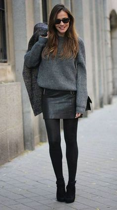 Lederrock kombinieren: winterlich mit Pullover, Strumpfhose und Boots Combine leather skirt: wintry with sweater, tights and boots Tights Outfit Winter, Tights And Boots, Sweater Tights, Mini Skirt Outfit Winter, Grey Jumper Outfit, Skirt With Tights, Black Tights Outfit, Wool Tights, Heeled Boots