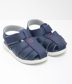 Discover newborn baby clogs that may as cute as they are comfortable, and merely as tender since they are long lasting. Baby Boy Fashion, Kids Fashion, Kids Clogs, New Baby Products, Pure Products, Denim Shoes, Baby Bracelet, Baby Boy Shoes, Coming Home Outfit