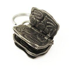 #Ediacaran Biota keychain from #TaylorCustom #fossils #ediacaranbiota #charnia #rangeomorph #cloudina #dickinsonia #ernietta