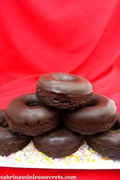 Paleo Chocolate Donuts with Dark Chocolate Icing – Sabrina's Sinless Secrets Chocolate Icing, Paleo Chocolate, Chocolate Donuts, Delicious Chocolate, Paleo Desert Recipes, Gourmet Recipes, Real Food Recipes, Paleo Recipes, Flour Recipes