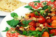 Vitamin Deposu Enfes Salata Tarifi;  http://www.oktayustam.com/tarifler/29494-vitamin_deposu_enfes_salata_tarifi.html