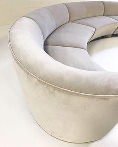 Available for sale from Forsyth, Vladimir Kagan, Cloud Sofa Restored in Loro Piana Grey Velvet (mid Century), Velvet, 29 × 185 × 30 in Leather Modular Sofa, Round Sofa, Interior Rugs, Interior Design, Curved Sofa, Classic Sofa, Sofa Furniture, Sofa Design, Living Room Designs