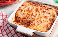 Lasagne makes a filling meal. With this Italian delicacy you can use versatile stuffings to customize your own dish and make a nutritious dish for you and your family. Lasagne isn't of Jamaic… Retro Recipes, Old Recipes, Italian Recipes, Beef Recipes, Cooking Recipes, Healthy Recipes, Beef Lasagne, Lasagne Recipes, Pasta Recipes