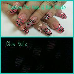 Fun animal print nails #coloredacrylic #GlowInTheDark #animalprint #cheetah #zibra#nailsbytammy #handpaint