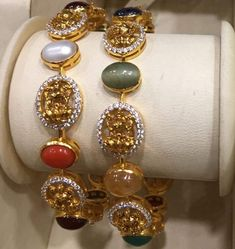 Plain Gold Bangles, Gold Bangles Design, Gold Jewellery Design, Pearl Necklace Designs, Indian Jewelry Sets, Gold Necklace Simple, Fancy Jewellery, Hand Jewelry, Jewels